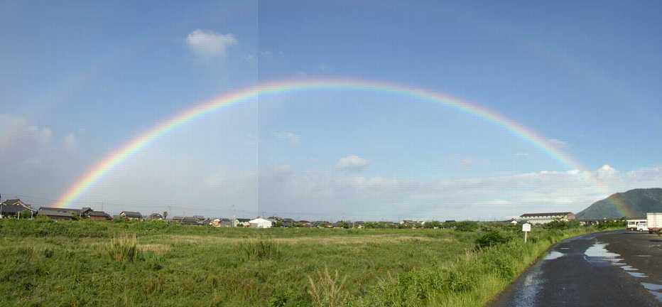 ブログで見ると左半分しか見えないよ~ 本当は虹全部写っているのです。 ... 虹の架け橋:はちべ
